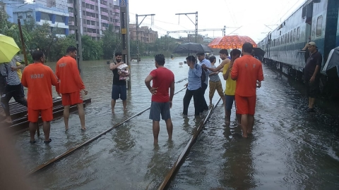 Rains batter Mumbai for fourth day, NDRF rescues stranded rail passengers
