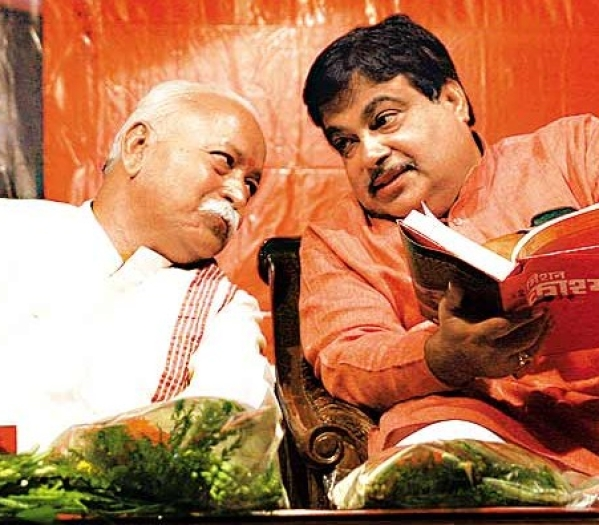 RSS Chief Mohan Bhagwat with Union Minister Nitin Gadkari (file photo)