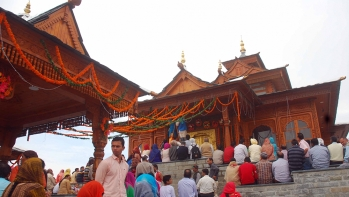 Devotees at the 250-year-old Tara Devi temple, just 13 km from Shimla, which was reconstructed in its original hill architecture with an outlay of over ₹6 crore