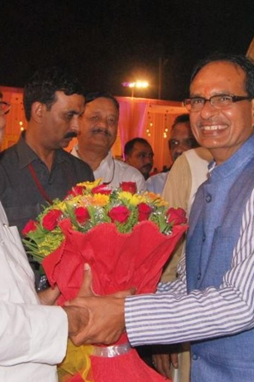 Bihar Chief Minister Nitish Kumar (left) with Madhya Pradesh Chief Minister Shivraj Singh Chouhan (file photo)