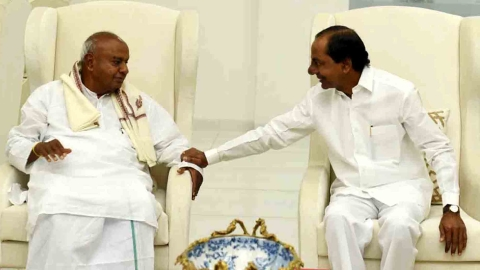 Federal Front talks? Telangana CMO calls Deve Gowda's visit 'courtesy call'