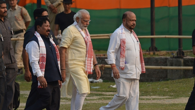 Prime Minister Narendra Modi (centre) with AGP leader Prafulla Kumar Mahanta (right) at Bokakhat, Assam (file photo)