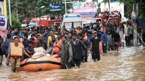 Kerala Floods: Hundreds of stranded people reach Kolkata in a special train
