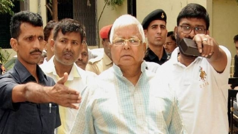 Fodder Scam: Ailing RJD chief Lalu Prasad surrenders in Ranchi CBI court