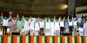 Congress President Rahul Gandhi at the Opposition's Saanjhi Virasat Bachao Sammelan in Delhi on August 16, convened by rebel JD(U) leader Sharad Yadav and attended by CPI(M)'s Sitaram Yechury, DMK's Tiruchy Siva, SP's Dharmendra Yadav, RJD's Jai Prakash Narayan Yadav, National Conference's Farooq Abdullah, NCP's Tariq Anwar, JMM's Sanjeev Kumar, Chandan Mitra of Trinamool Congress and Danish Ali of JD(S)