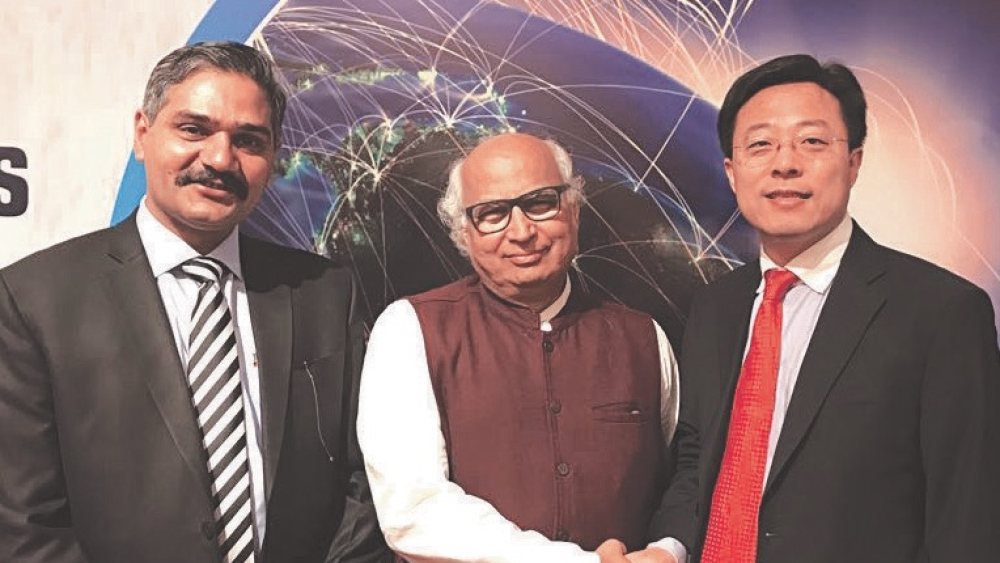 Sudheendra Kulkarni with Mohammed Amir Rana, director general of the Pakistan Institute of Peace Studies (left) and Lijian Zhao, deputy chief of mission in the Chinese Embassy at a conference in Islamabad