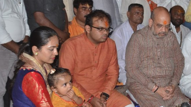 Jay Amit Shah (centre) with father, Rajya Sabha MP and BJP National President  Amit Shah