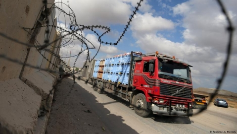 Israel reopens only commercial goods crossing into Gaza Strip