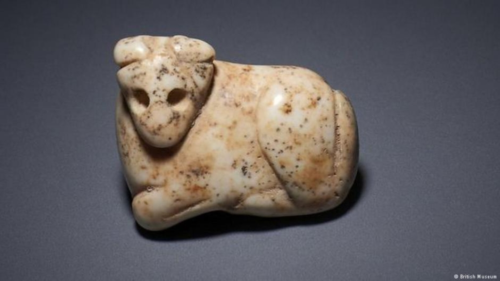 Eight Iraqi antiquities, which include a marble amulet of a bull, were seized by police from a now-defunct dealer in London who failed to provide any paperwork
