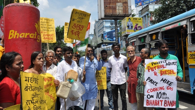 Congress activists stage a demonstration against rising fuel prices and alleged corruption in Rafale fighter jet deal, during a nationwide'Bharat Bandh' called by opposition parties led by Congress; in Kolkata on September 10, 2018