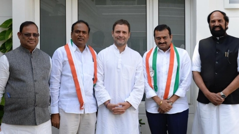 Telangana: Film producer Bandla Ganesh, TRS MLC Bhupati Reddy join Congress
