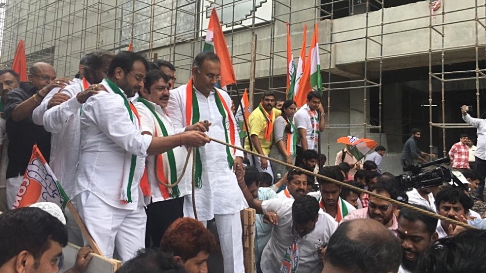 Karnataka Congress President leads a party demonstration against fuel price hike in Bengaluru (file photo)