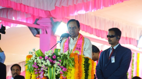 2019 poll alliances: Telangana CM KCR keeps his options open