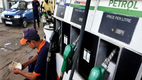 Petrol touches ₹90.11 in Maharashtra, people appeal BJP govt to reduce price