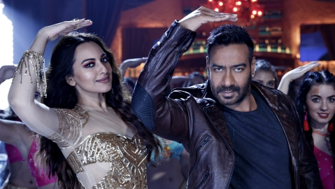 First Look of Ajay Devgn and Sonakshi for the recreated track 'Mungda' from Total Dhamaal