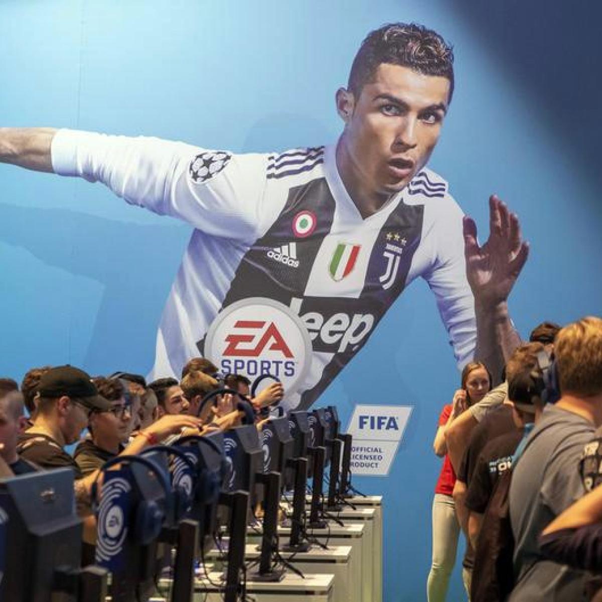 "Ronaldo's sponsors ""concerned"" amid rape claims; Juventus backs him"