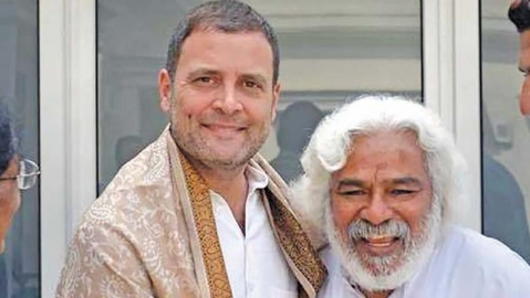 Telangana revolutionary poet Gaddar meets Rahul Gandhi, may contest polls against KCR