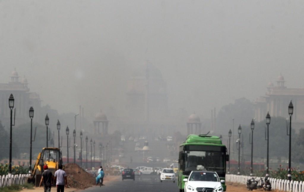 'Very poor' air quality still choking Delhi