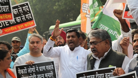 Youth Congress members protest against demonetisation, detained by police