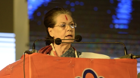 Watch Sonia connect with Telangana voters; tide appears to turn in Congress favour