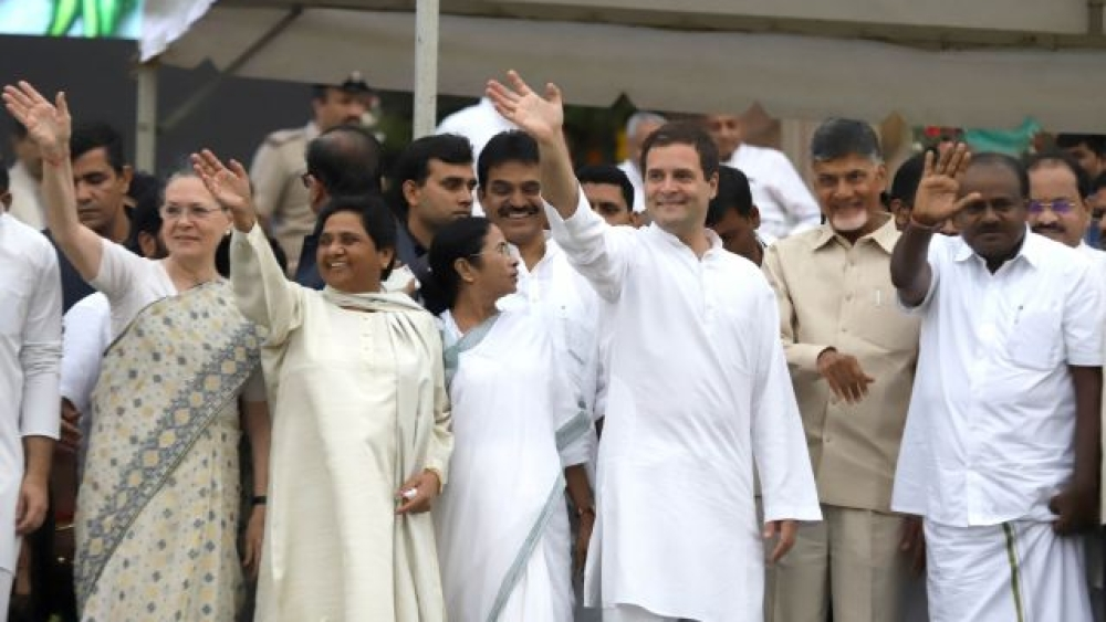 From left to right: UPA chairperson Sonia Gandhi, BSP supremo Mayawati, Trinamool Congress chief Mamata Banerjee, Congress chief Rahul Gandhi, Andhra Pradesh Chief Minister N Chandrababu Naidu and Karnataka Chief Minister HD Kumaraswamy