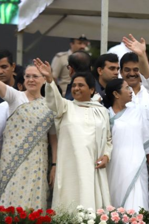 From left to right: UPA chairperson Sonia Gandhi, BSP supremo Mayawati, Trinamool Congress chief Mamata Banerjee, Congress chief Rahul Gandhi, Andhra Pradesh Chief Minister N Chandrababu Naidu and Karnataka Chief Minister HD Kumaraswamy