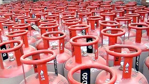 LPG price crosses ₹1,000 for the first time in 70 years; Modi govt silent