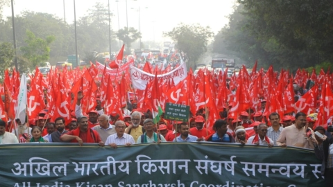 #KisanMuktiMarch: Farmers convene in Delhi; threaten naked march if stopped from going to Parliament