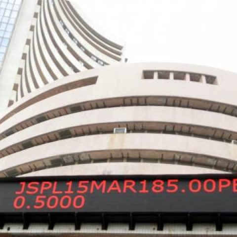 LIVE news updates: Sensex falls by 268 points amid weak investor sentiment, PSU banks under pressure