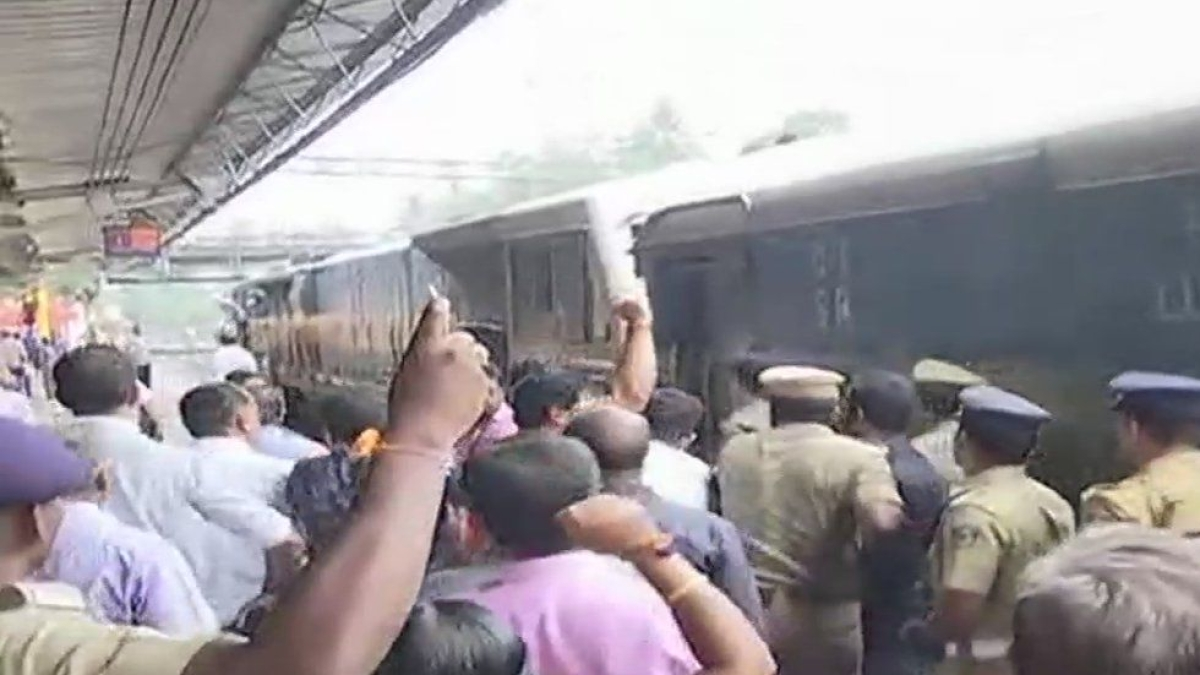 Sabarimala: BJP workers protest against 'Manithi' women activists