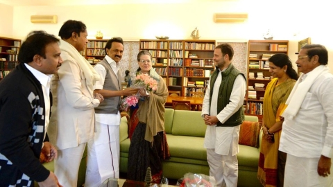DMK chief Stalin meets Sonia, Rahul  before Opposition meet on October 10