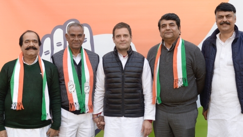 In a major blow to Nitish, Jharkhand JD(U) leader Jaleshwar Mahato joins Congress