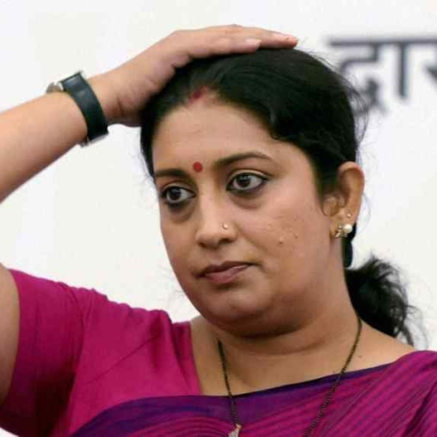 Smriti Irani trolled for sharing a video making false accusations on Rahul Gandhi