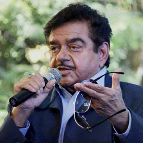 'TV actress was made HRD minister': BJP MP Shatrughan Sinha fires fresh salvo at PM Modi