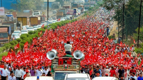 Maharashtra farmers  launch a 'long march'