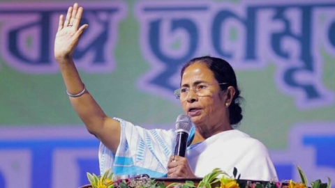 Showdown between Mamata Banerjee and BJP govt moves to the capital; could spell doom for BJP