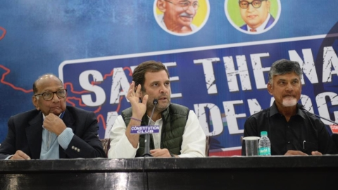 Rahul turns up the heat on EVMs, to lead a delegation of opposition parties to EC