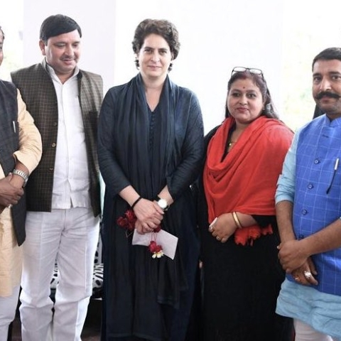 Lok Sabha Election 2019 LIVE updates: Priyanka Gandhi slams Yogi govt over condition of Shiksha Mitras