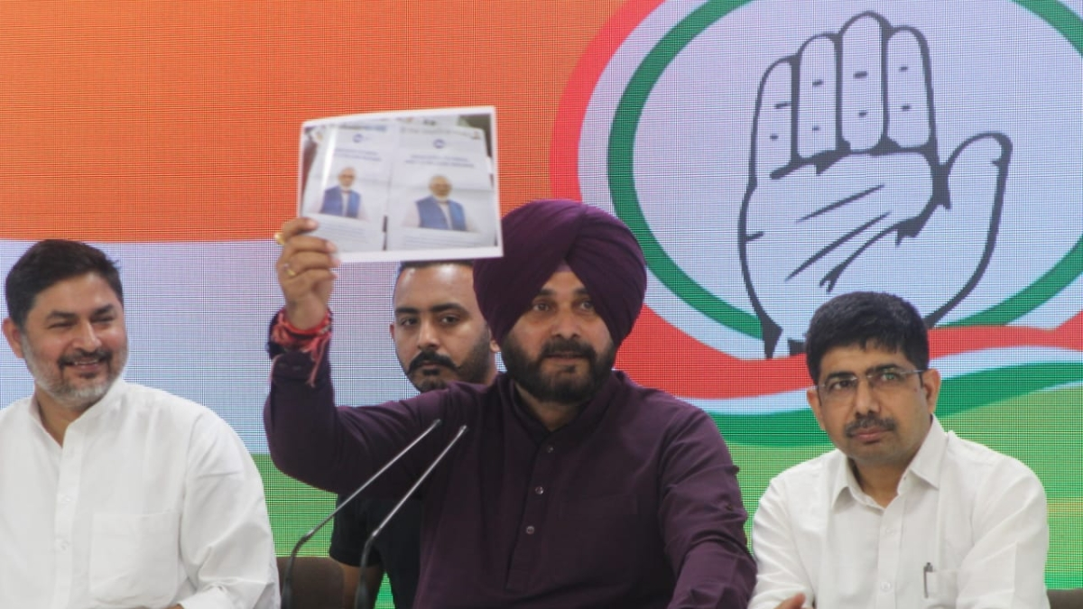 'PM anti-national, sold interest of nation', alleges Sidhu