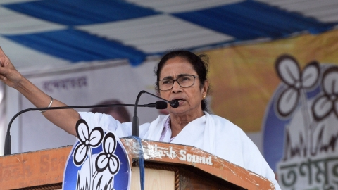 Mamata responds to PM Modi's statement about her sending him kurtas: might give him gifts, won't give him vote