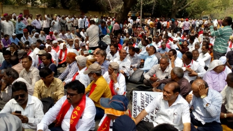 """We will defeat Modi sarkaar..."": BSNL employees take to streets to oppose voluntary retirement"