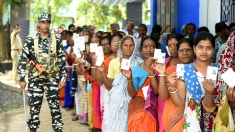 Lok Sabha polls 2019 phase 4: Total turnout at 62.21%, stray clashes in J&K, violence in West Bengal reported