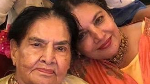 Momma dearest, bollywood stars want to make Mother's Day special for their moms
