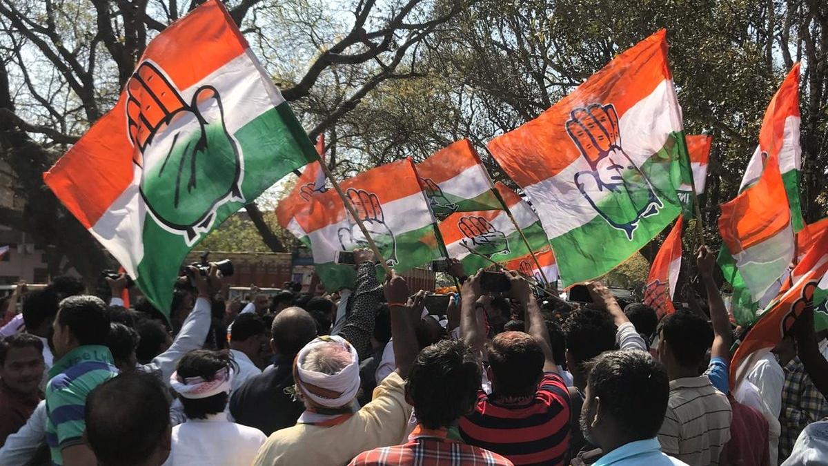 Congress takes leads in 19 of 20 seats in Kerala