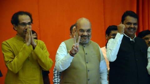 Maharashtra: BJP-Shiv Sena lead in 31, Congress-NCP in 16