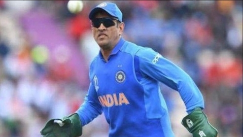 Congress leader Abhishek Manu Singhvi backs Dhoni over 'Balidaan Badge' on his  glove