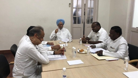 Prime Minister Manmohan Singh  along with Congress Chief Ministers (Twitter)