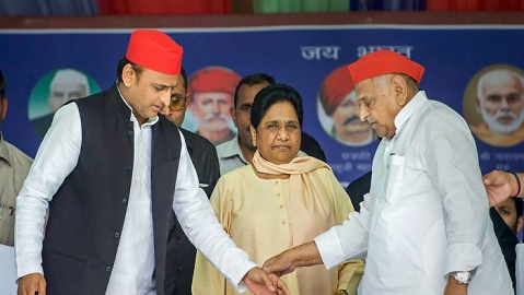 (L-R) Samajwadi Party president Akhilesh Yadav, BSP supremo Mayawati and SP patron Mulayam Singh Yadav during a joint election campaign rally during 2019 Lok Sabha polls (file photo).