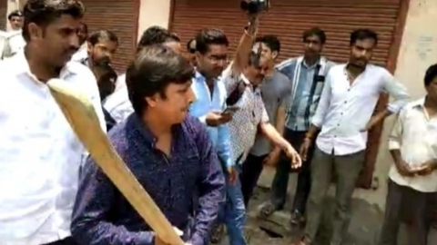 BJP's Kailash Vijayvargiya denied bail for thrashing official with cricket bat