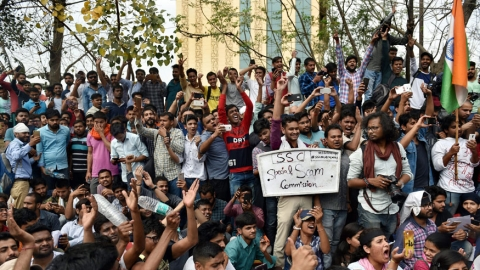Staff Selection Commission aspirants protest the leak of a paper in New Delhi. (PTI)